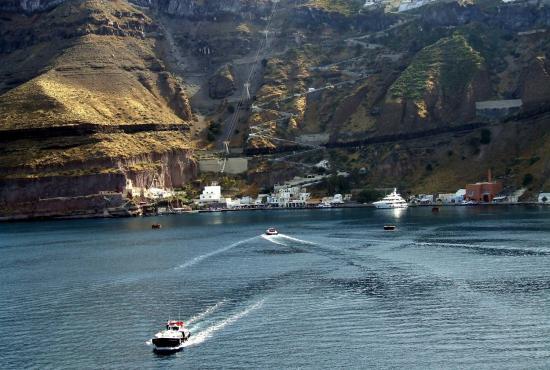 santorini_view_of_harbor.jpg