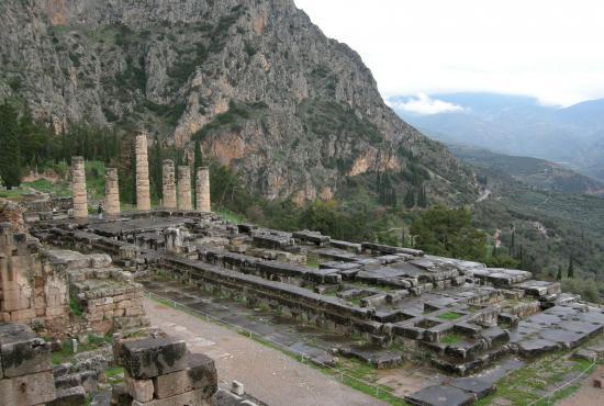 Piraeus – Levadia, Arachova & Delphi tour