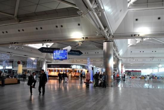 2011.1.13_international_terminal_ataturk_havalimani_airport_istanbul_turkey_4.jpg