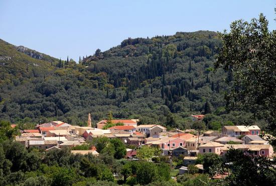 Makrades Village