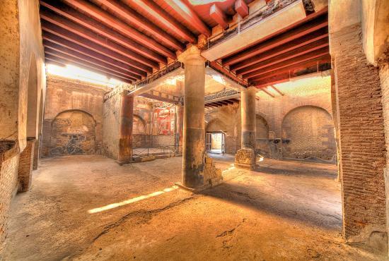 Herculaneum Half Day Tour