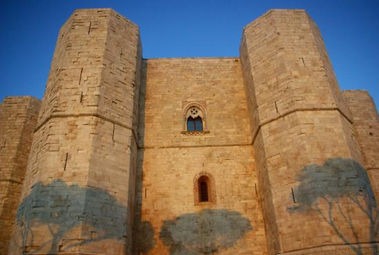 Mysterious Castle del Monte Tour