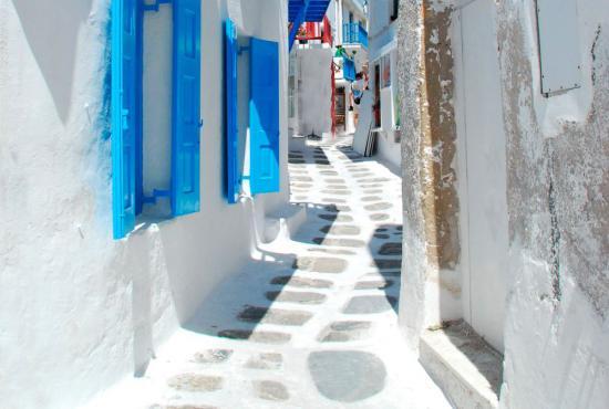 greece-cyclades-mykonos-003-chora-alley.jpg
