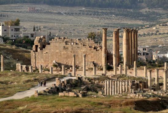 Jerash_-_Temple_of_Artemis.jpg