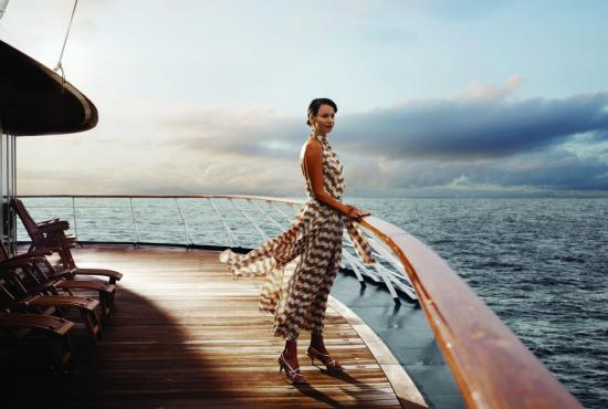 Girls_The_girl_looks_at_the_sea_from_the_deck_of_the_yacht_097483_.jpg