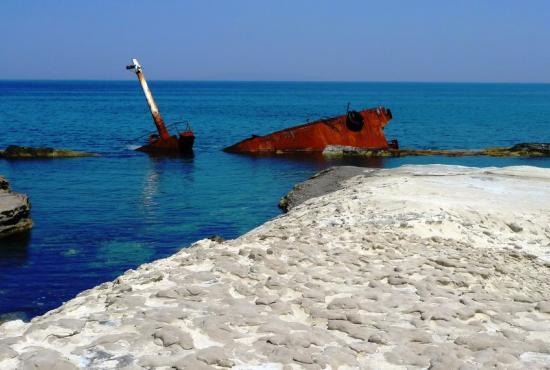 shipwreck milos.jpg